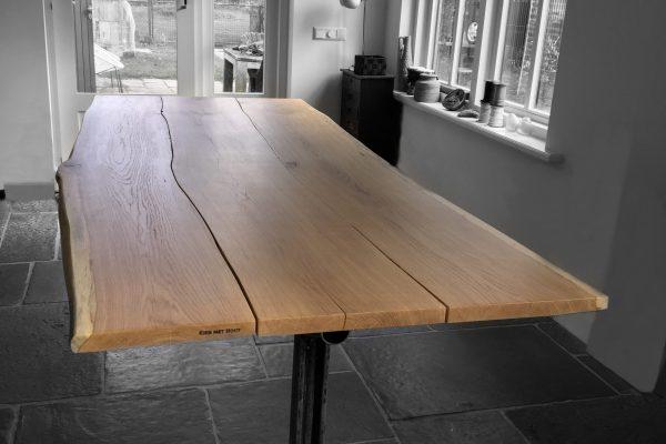 drijfstangtafel van ruim 3 meter inlands eiken