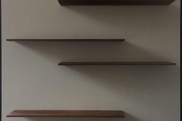 stochastisch ritme perenhouten boekenplanken