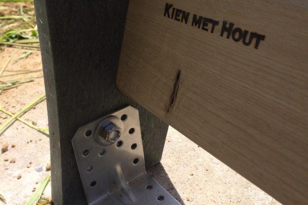 detail bevestiging staander aan telconplaat